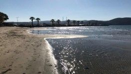 Deniz suyu 30 metre çekildi