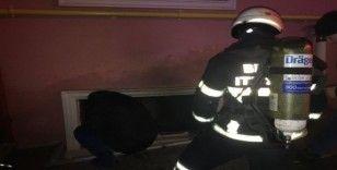 Küçük çocuk çakmakla oynarken evini yaktı