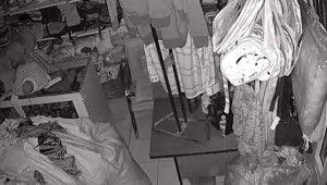Mağazada deprem anı kamerada
