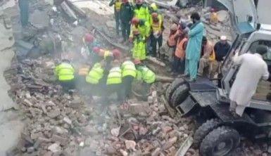 Pakistan'da parfüm fabrikasında patlama 11 ölü