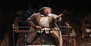 Genco Erkal'dan muhteşem performans