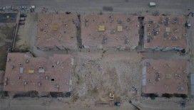 Elazığ'da depremle çöken binalarda enkaz kaldırma çalışmaları