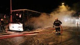 TEM Otoyolu'nda cenaze taşıyan otobüs alev alev yandı
