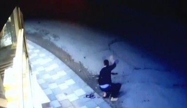 Depremde 11'kişinin öldüğü 2 binanın yıkılma anları kameralarda