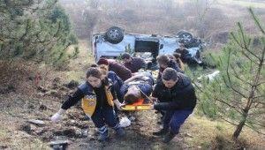 Yoldan çıkan minibüs şarampole yuvarlandı 9 yaralı