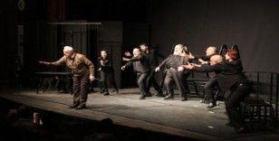 Efeler'de 'Memleketin Kısmeti' adlı müzikli güldürü beğeni topladı