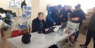 Miniklerin yardımlarını AFAD depremzedelere ulaştırıyor