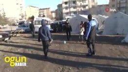 Polisler, depremzede çocuklar için görevde