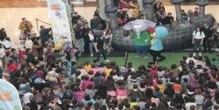 Kral Şakir Ceylan Karavil Park AVM'de çocuklarla buluştu
