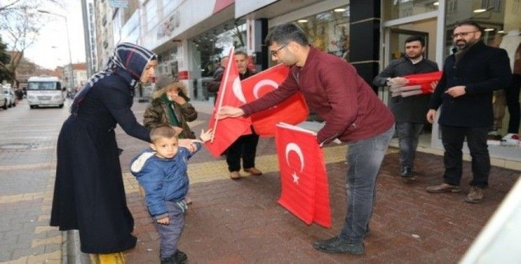 Yunan milletvekiline Türk bayraklı tepki