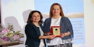 AÜ'de Prof. Dr. Tomris Özben'e Emeklilik Töreni