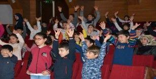 DÜ Hastanesi'nde çocuk şenliği etkinliği