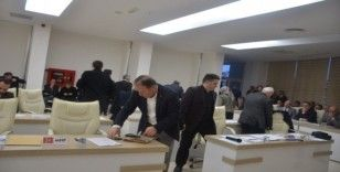 AK Parti ve MHP'li meclis üyeleri salonu terk etti