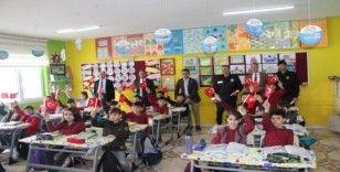 Türkeli'den Yunan milletvekiline Türk bayraklı tepki