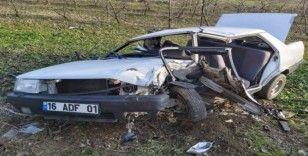 Ticari araçla otomobil kafa kafaya çarpıştı: 6 yaralı