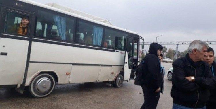 Polis bağladığı servisteki öğrencileri mağdur etmedi