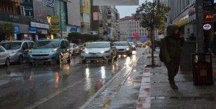 Balıkesir'de beklenen sağanak yağışlar başladı