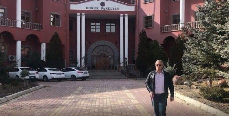Hukuk fakültesinde master yapan 50 yaşındaki görme engelli eğitim aşkıyla örnek oluyor