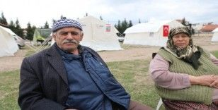 Depremlerle sarsılan Akhisar'da korku devam ediyor