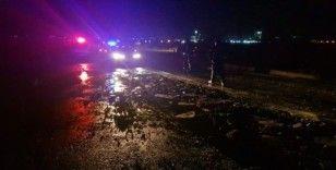 Tire'de aşırı yağıştan asfalt yolda çökmeler oluştu