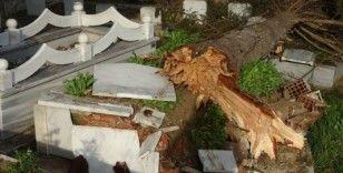 Fırtına nedeniyle 15 mezar tahrip oldu