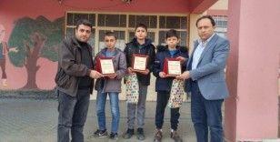 Yarışmada kazandıkları para ödülünü depremzedelere bağışladılar