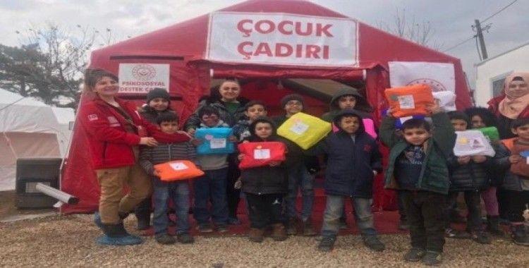 Depremzede çocuklar, annelerine hediye hazırladı