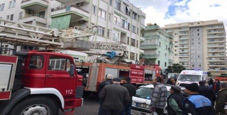 Yangında alevlerin arasında kalan ev sahibi yaralandı
