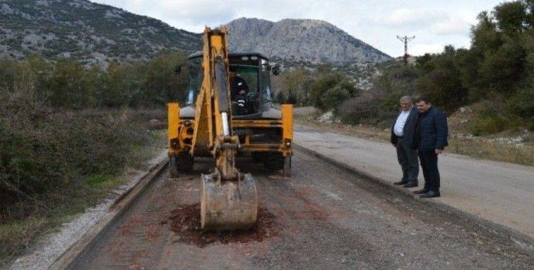 Büyükşehir Kırkgöz'ün bozulan yollarını yeniliyor