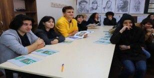Güzel Sanatlar Lisesinde karikatürist Osman Suroğlu'nun katılımıyla söyleşi düzenlendi
