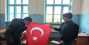 Azerbaycan'daki kardeş okula anlamlı hediye