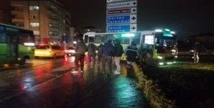 Tır ile çarpışan halk otobüsünde 2 yolcu yaralandı