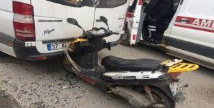 Tosya'da motosiklet minibüsle çarpıştı: 1 yaralı