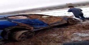 Direksiyon hakimiyeti kaybolan araç şarampole uçtu: 3 yaralı