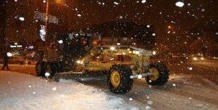Kar yağışı bir çok yolu ulaşıma kapattı