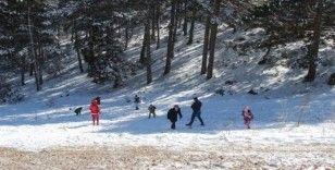 Muğla'da yarım saat arayla kar ve sahil keyfi