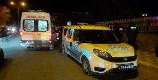 Alkollü sürücü polis aracına çarpıp kaçtı: 1 yaralı