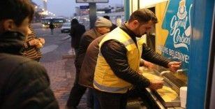 Mobil Çorba Aracı ile vatandaşlara çorba ikramı