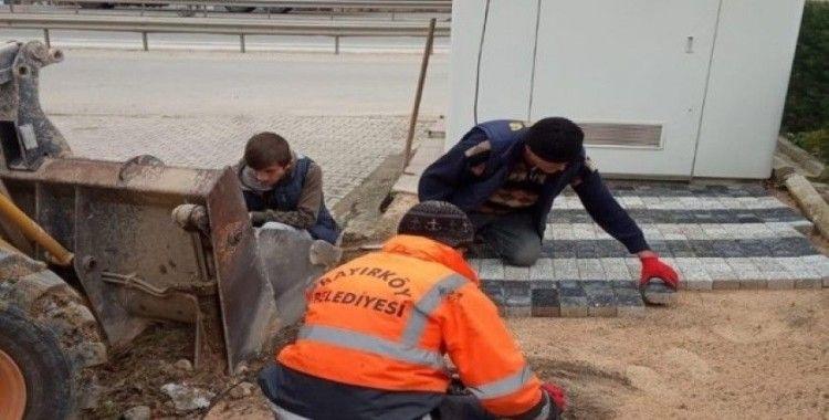 Bayırköy'de deforme olan kaldırımların yenileniyor