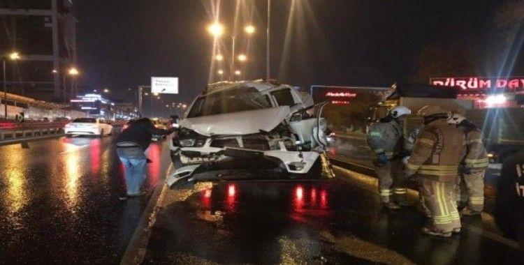 Beylikdüzü'de E-5'te trafik kazası: 2 yaralı