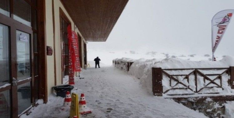 Keltepe Kayak Merkezi'nde kar kalınlığı 1 metreyi aştı
