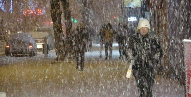 Kar yağışı dün gece hayatı olumsuz yönde etkiledi