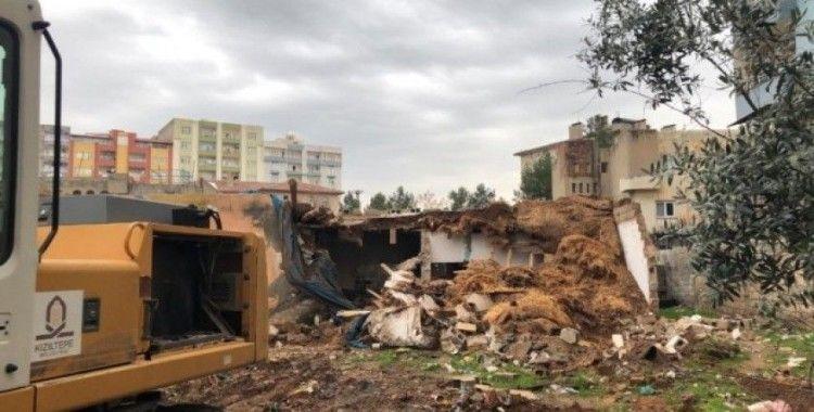 Kızıltepe'de uyuşturucu yuvası haline gelen 23 metruk dükkan yıkıldı