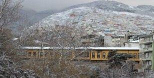 Bursalılar güne karla uyandı