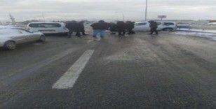 Buzlanma kazayı beraberinde getirdi, 9 araç birbirine girdi