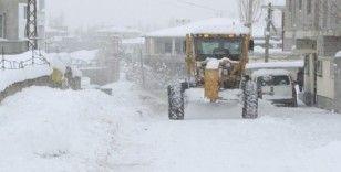 İpekyolu Belediyesinden karla mücadelede çalışması