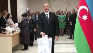 Azerbaycan Cumhurbaşkanı İlham Aliyev ve eşi oy kullandı