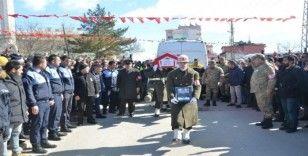 Şehit uzman onbaşıyı binler uğurladı