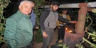 Başkan Geyikçi Finikeli çiftçilerle don nöbetinde
