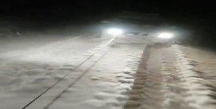 Siirt'te karda mahsur kalan araç traktör yardımıyla kurtuldu